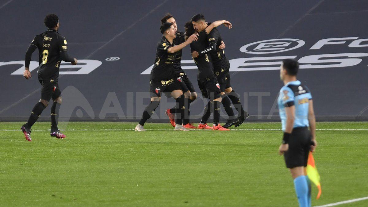 Colón recibe a Godoy Cruz en busca de volver al triunfo en el Torneo