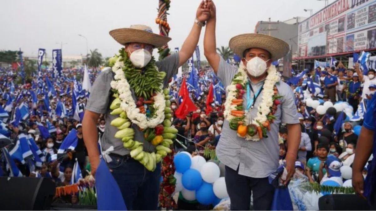 La dupla del MAS confía en que ganará en la primera vuelta de las presidenciales del próximo domingo en Bolivia. Foto: Twitter