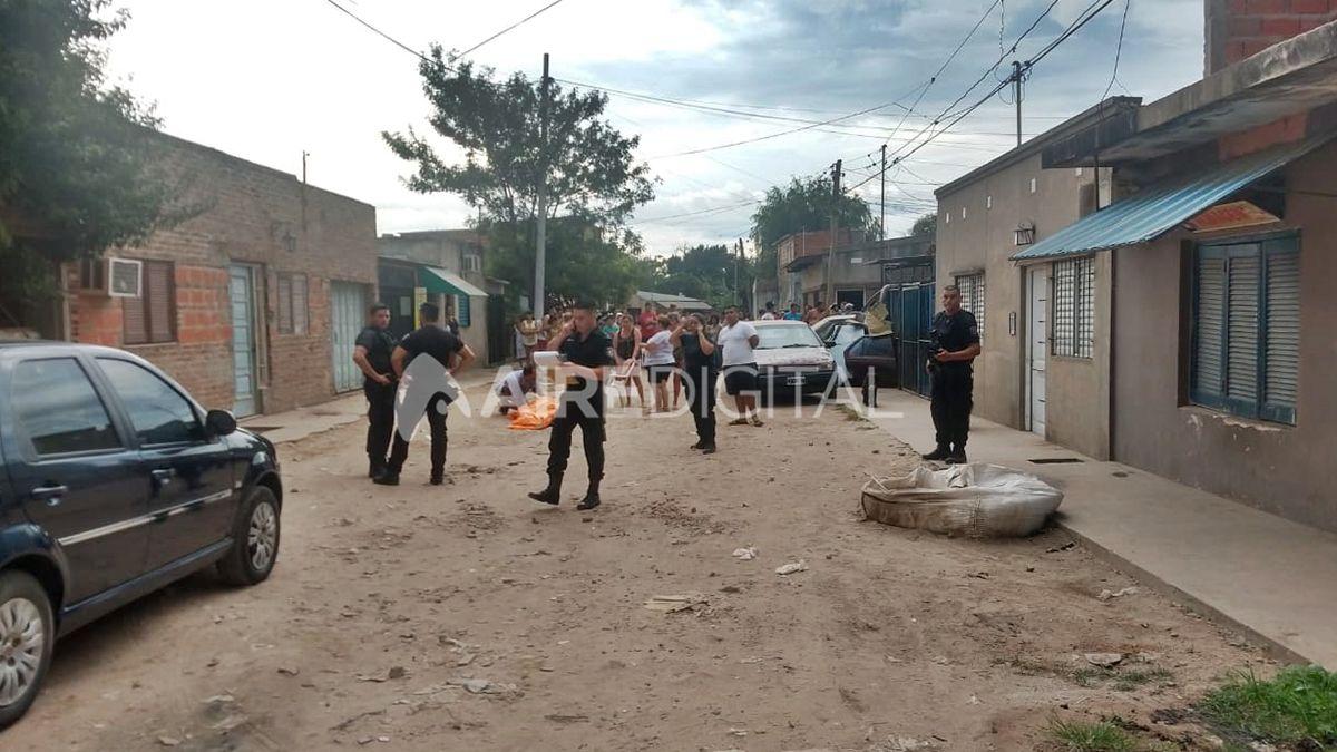 Conmoción en las calles de barrio Estanislao López tras el crimen de un joven.