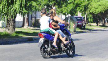 Seguridad Vial: advierten que no se puede proteger a los niños en las motos