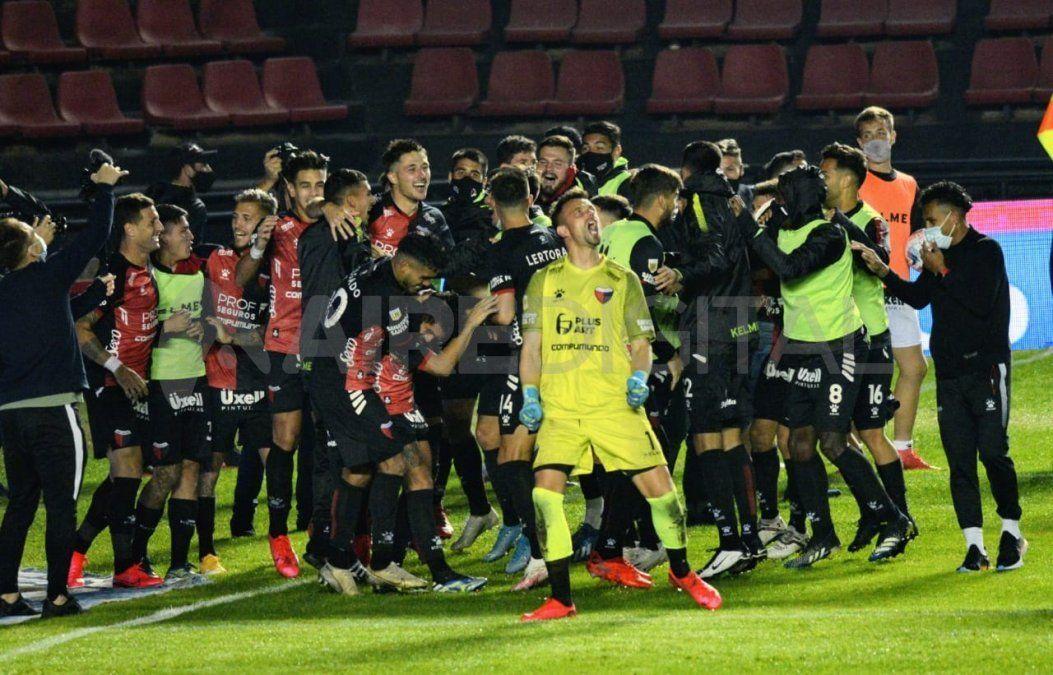 Colón venció a Talleres por penales y avanzó a las semifinales de la Copa de la Liga.