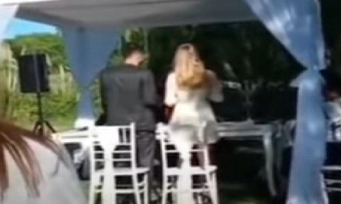 Vendedor ambulante interrumpió el momento más importante de un casamiento en Córdoba: Compramos baterías