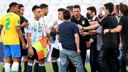 El partido entre Argentina y Brasil por las Eliminatorias fue suspendido por autoridades sanitarias brasileñas, ante supuestas irregularidades de jugadores argentinos.