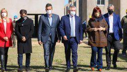 Presidencia de la Nación difundió el miércoles una foto de un acto realizado en Ensenada donde se podía ver a los principales referentes del Frente de Todos caminando a la par. En la imagen se encuadró a Verónica Magario, Axel Kicillof, Sergio Massa, Alberto Fernández, Cristina Kirchner y Jorge Ferraresi.