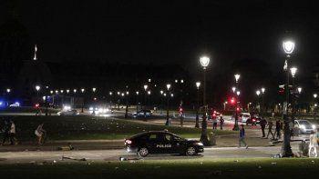 La policía dispersa a cientos de jóvenes en una fiesta nocturna en París