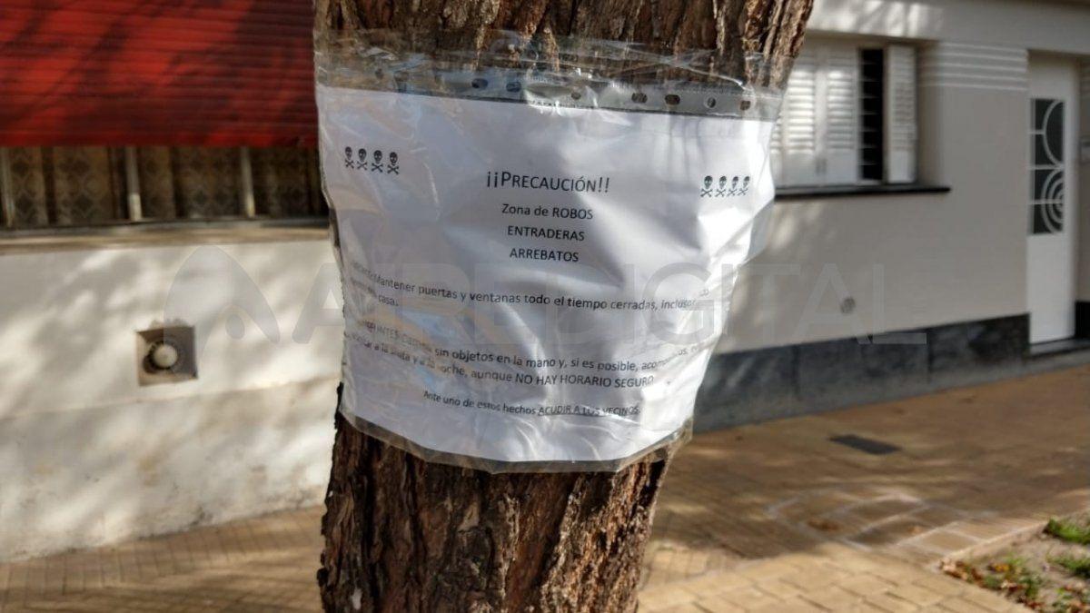Vecinos de Candioti colocaron cartelería preventiva de delitos