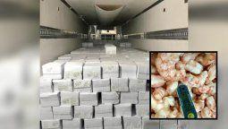 El cargamento está compuesto por 1231 cajas de cola de langostino congelado, 14 de langostino entero congelado y 84 de langostino pelado devenado con un peso neto total de 23.306 kilogramos.