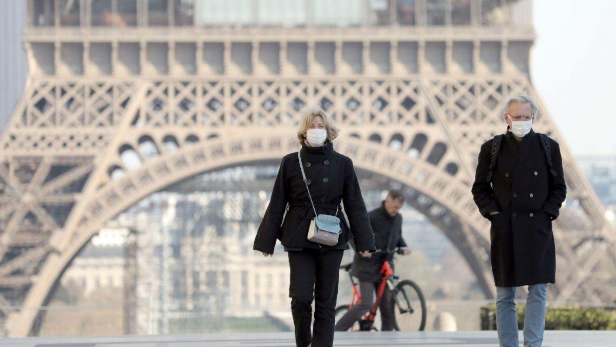 Más de la mitad de los franceses entrarán en toque de queda nocturno por seis semanas desde el sábado.