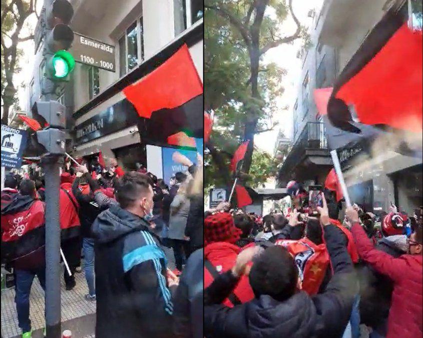Un grupo de hinchas de Colón realizó un banderazo en el hotel donde concentró el plantel
