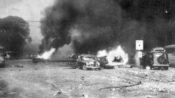 El 16 de junio de 1955, treinta y cuatro aviones de la Aviación Naval y de la Fuerza Aérea Argentina arrojaron catorce toneladas de bombas y dispararon miles de municiones de sus ametralladoras sobre la Casa Rosada
