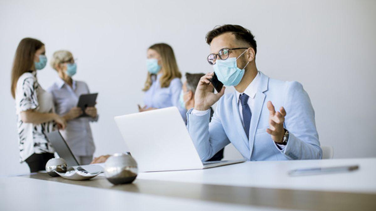 Nuevas restricciones para losámbitos laborales en pandemia.