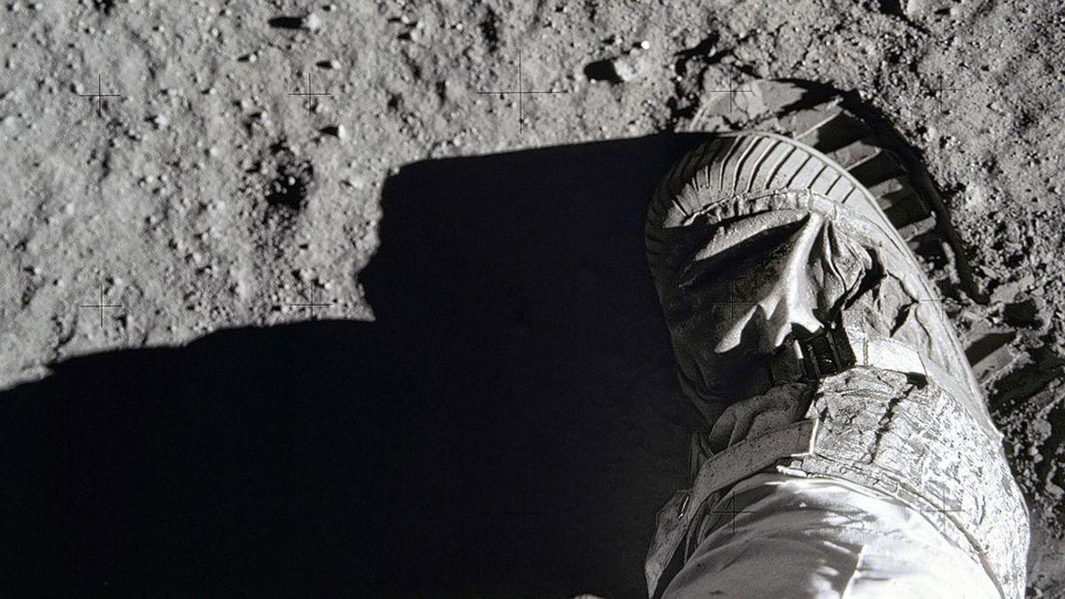 La foto original del pie de Aldrin en la Luna. La primera huella registrada en 1969.