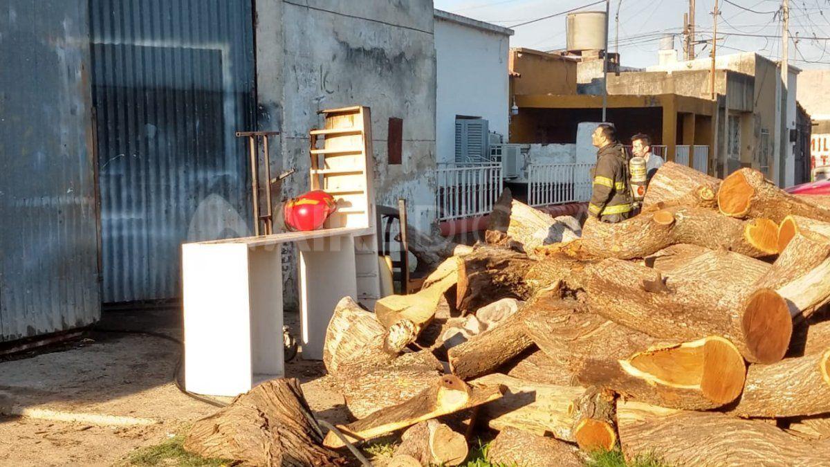 Incendio en una fábrica de muebles del barrio Chalet