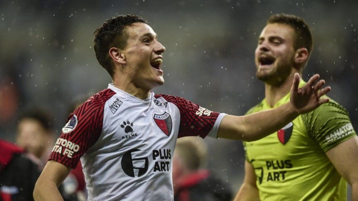 El jugador disputó 44 partidos oficiales con la camiseta de Colón.