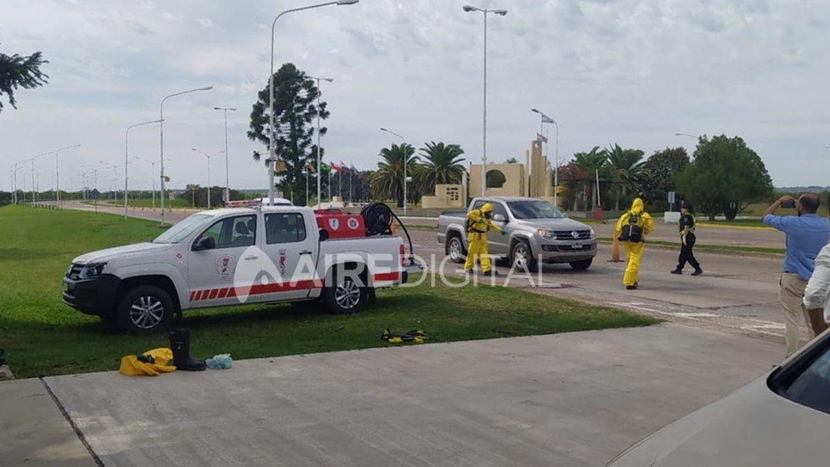 Personal policial controla el ingreso de los vehículos a la ciudad Paraná por el túnel Subfluvial