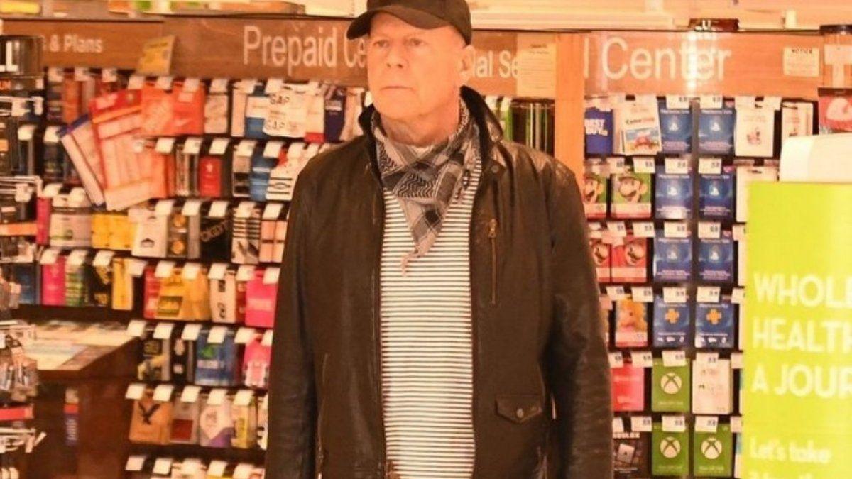 Echaron a Bruce Willis de una farmacia por negarse a usar tapabocas