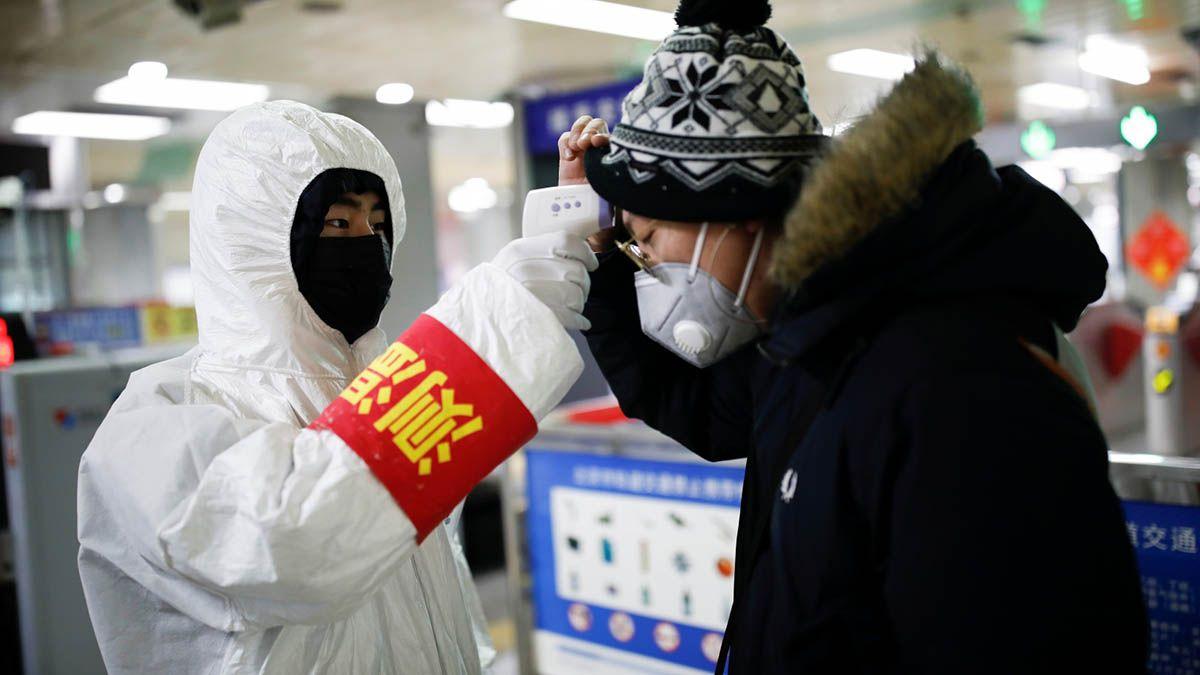 China enfrenta un rebrote de casos de coronavirus y puso en confinamiento a algunas ciudades que rodean a Beijing.