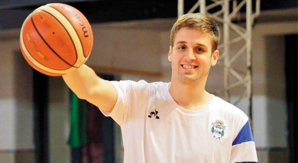 El basquetbolista de Gimnasia y Esgrima de La Plata es el primer deportista argentino vacunado contra el coronavirus.