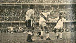El seleccionado peruano, de la mano de Cachito Ramírez, marcauno de los goles que decretaron el empate 2 a 2 en La Bombonera, y uno de los peores momentos en la historia del fútbol argentino.