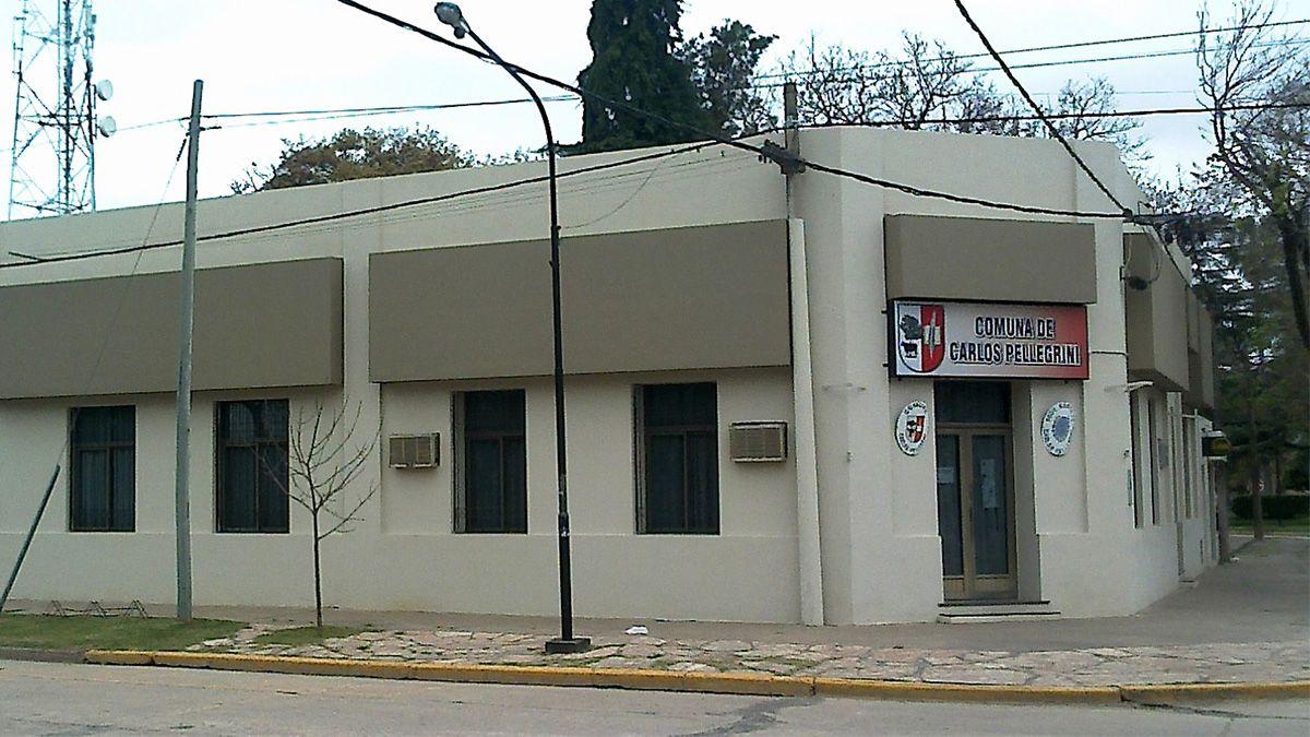 Fachada del edificio comunal de Carlos Pellegrini.